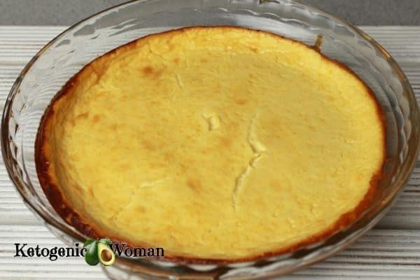 Crustless whole keto cheesecake in glass pie pan